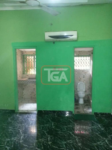 Chamber and hall for rent at Osu Ako-Adei - 4