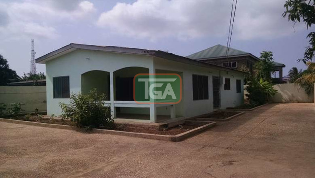 FOR SALE: 3 Bedrooms House with Out House in GREDA ESTATE - - 1