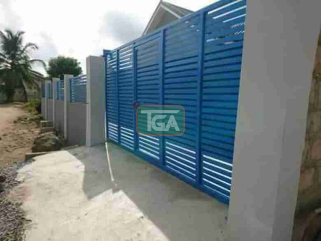 Selling 3 bedrooms house at C.P in Kasoa - 1