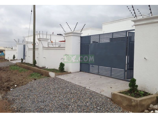 3 Semi Furnished Executive Bed Room For Sale - 5