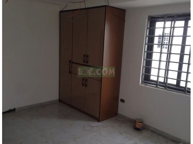 3 Semi Furnished Executive Bed Room For Sale - 6