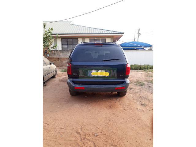 8 SEATER FAMILY SIZE CAR IN PERFECT CONDITION - 2